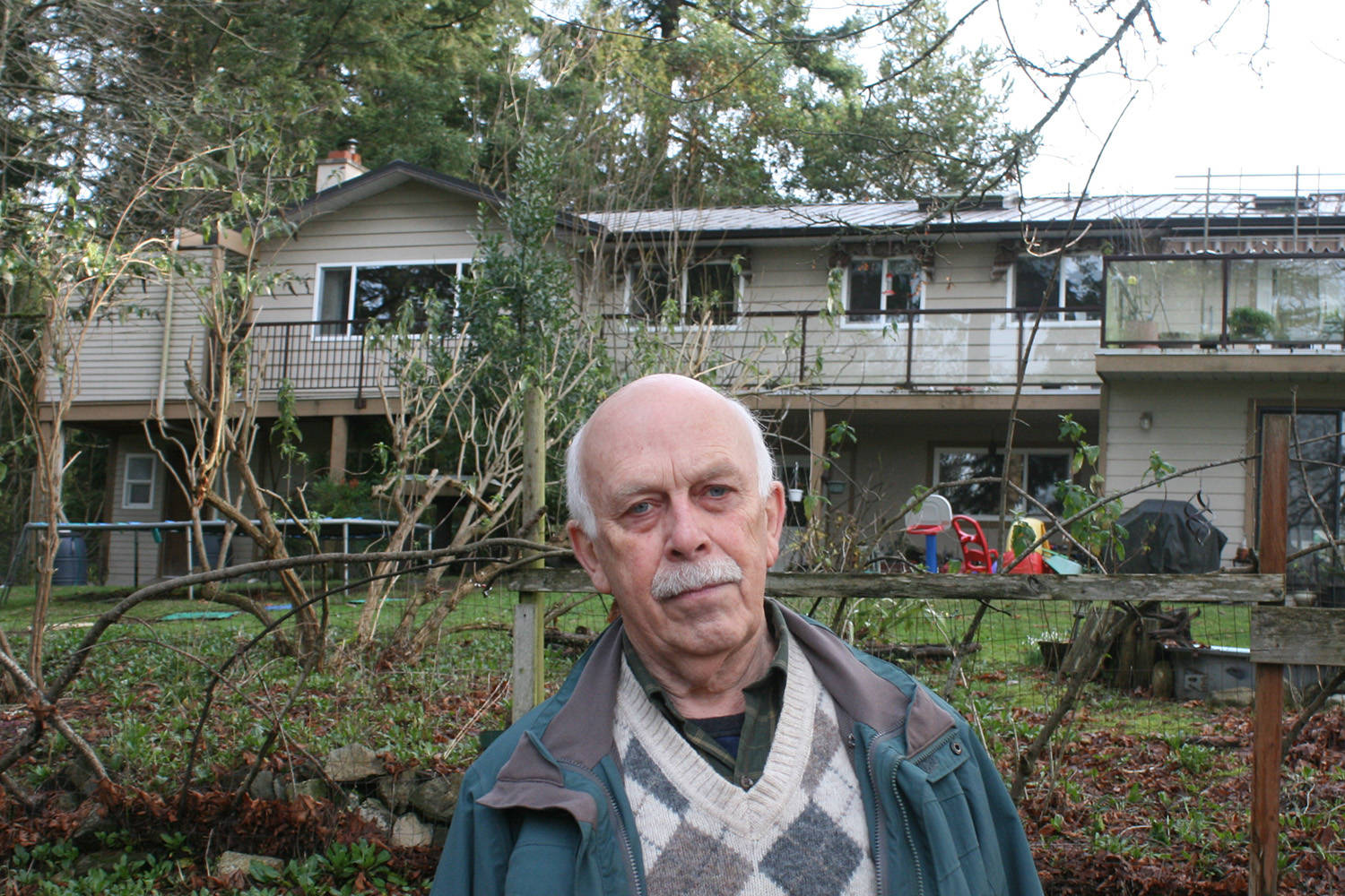 Saanich resident sends distress signal over cell-phone tower